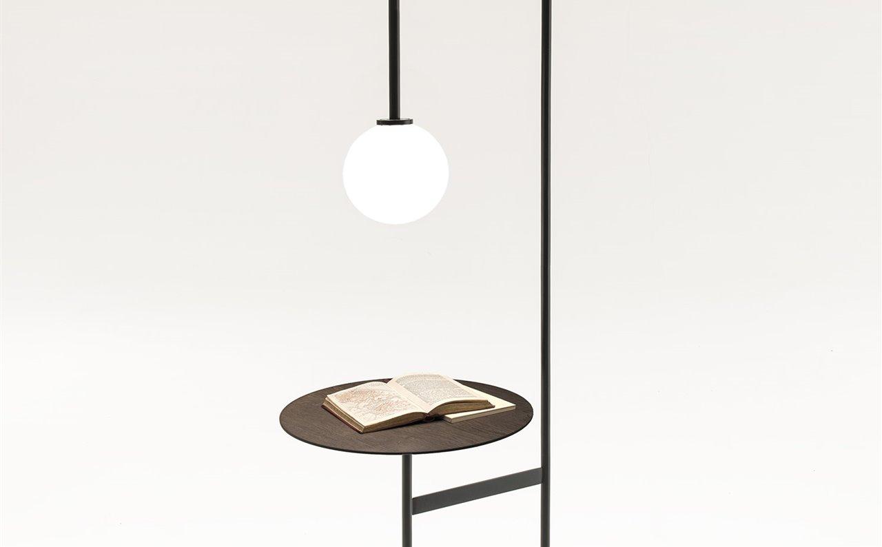 lámpara auxiliar incorporada Una mesa con 4j3ARqc5LS