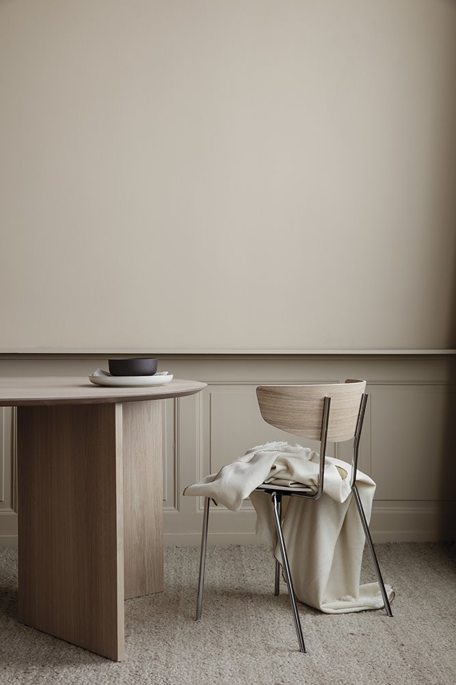 Silla Herman y mesa Mingle, de Fermliving.
