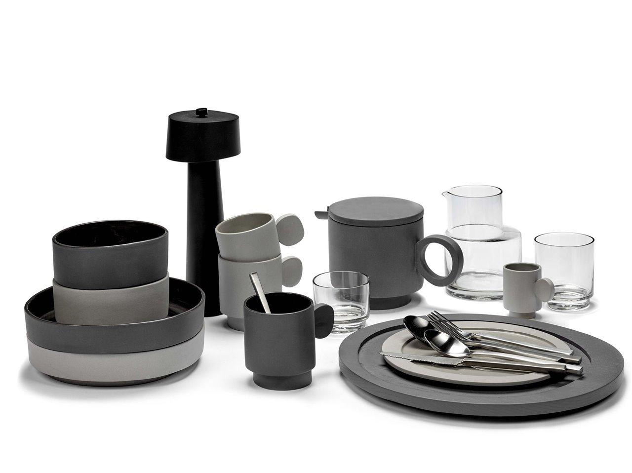 A la vajilla Inner Circle no le falta de nada: platos de diferentes tamaños, cuencos, tazas, vasos, jarras...