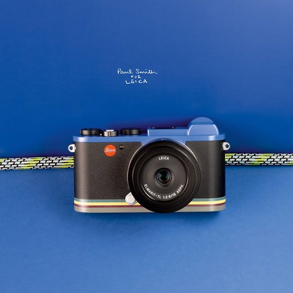 Una cámara Leica con un toque de color por Paul Smith