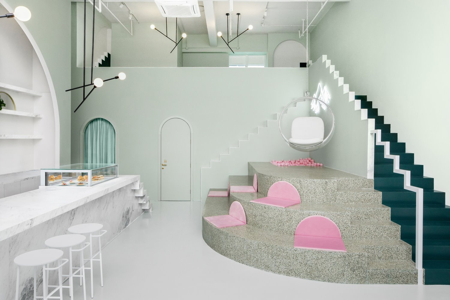 the budapest cafe en tonos neutros y pastel