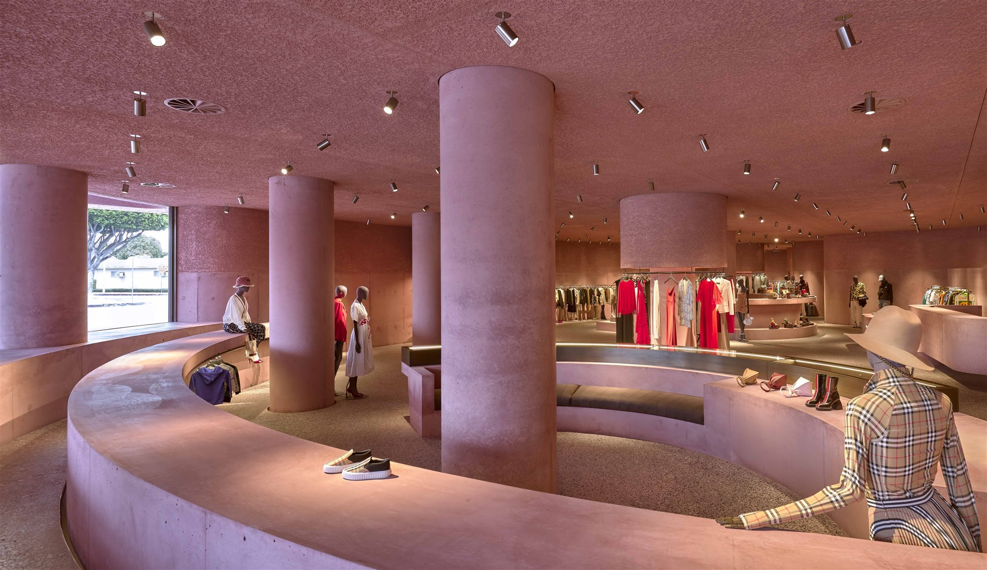 interior boutique tienda de ropa the webster de Adjaye Associates