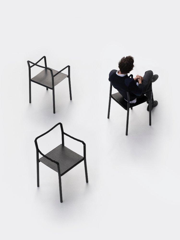 Los hermanos Bouroullec quieren atarte alrededor de su nueva silla para Artek