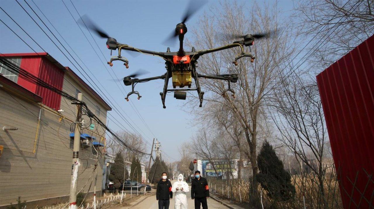 Así es cómo los robots y los drones están luchando contra el coronavirus en China