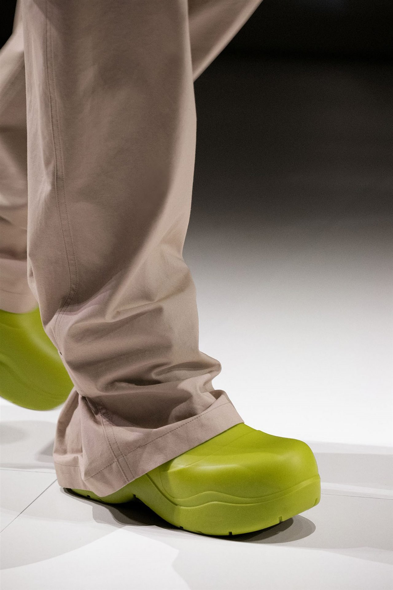 Estas botas de Bottega Veneta no están hechas de lo que imaginas