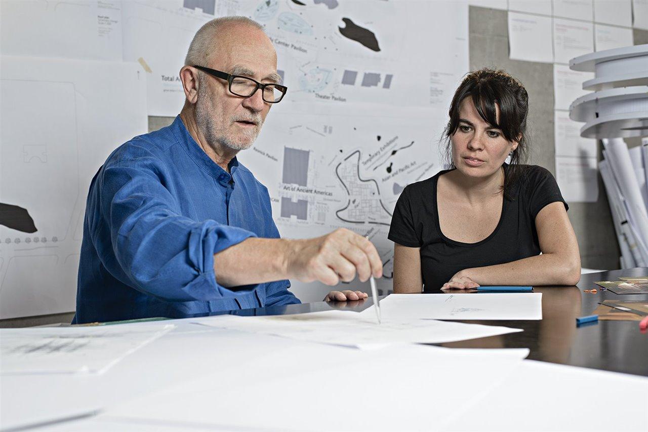 El arquitecto suizo Peter Zumthor, premio Pritzker 2009, ejerció de mentor de la arquitecta paraguaya Gloria Cabral en la edición 2014-2015.