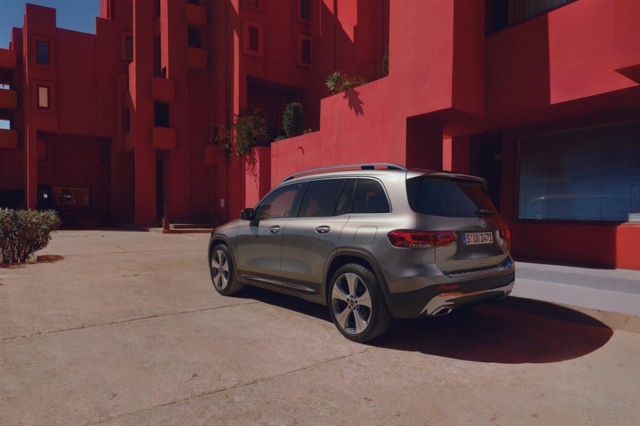 Robusto, deportivo y con siete plazas: el Mercedes Benz GLB ofrece una flexibilidad absoluta para disfrutar de esta ruta solo, en familia o con hasta siete amigos.