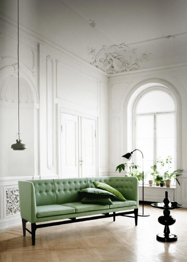 Este sofá es una nota de color y deja respirar las paredes.
