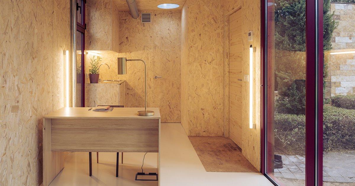 Todo-el-mobiliario-de-cocina-armarios-y-mesas-de-trabajo-son-de-madera-local-de-pino-y-chopo_d2e12062_1200x630