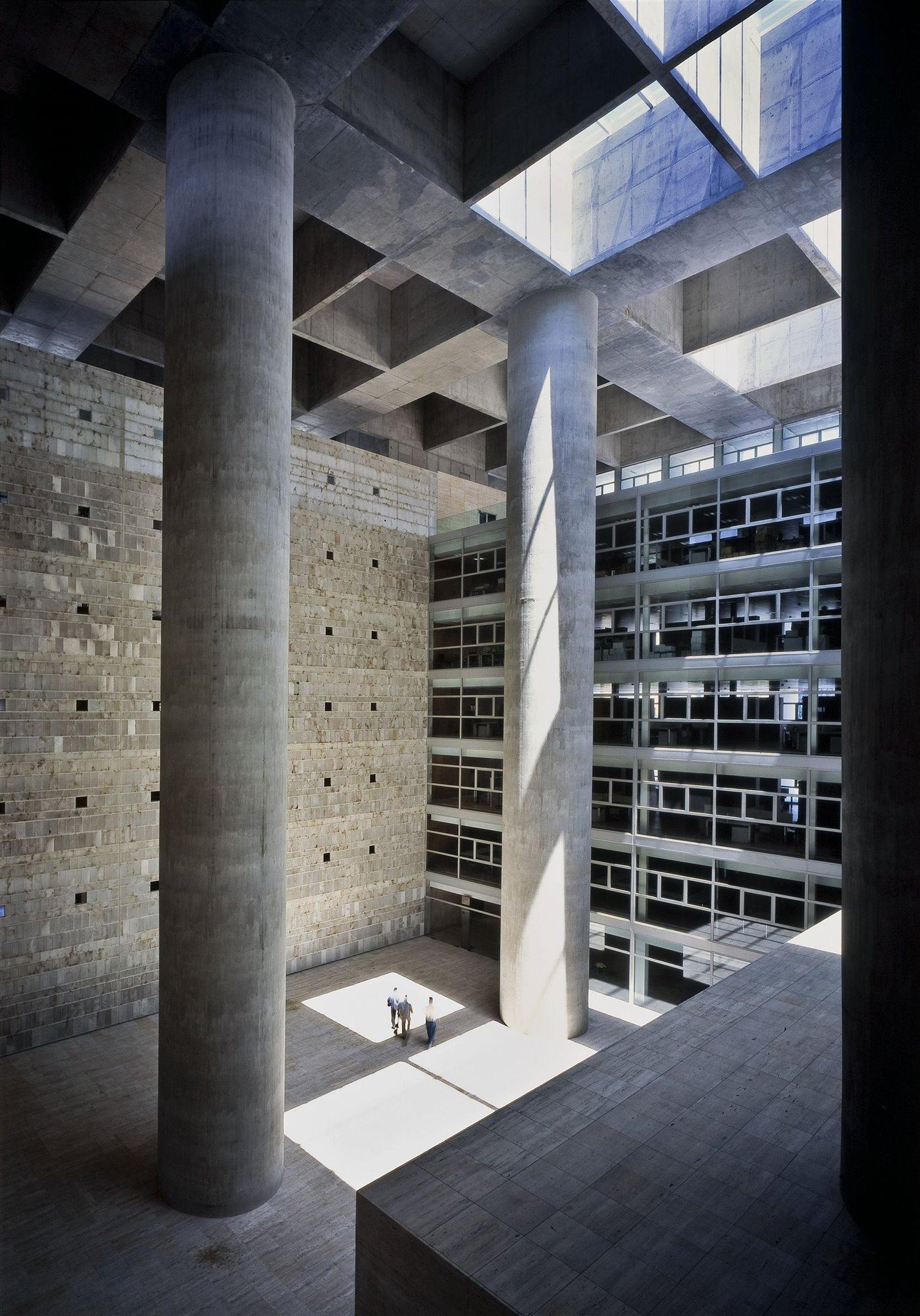2001 Caja general de ahorros de Granada