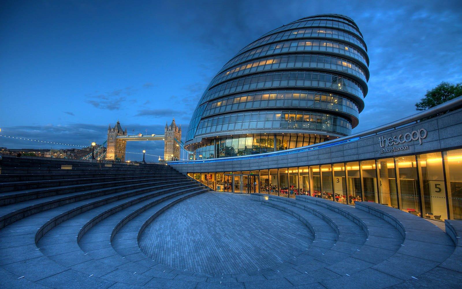 2002 London City Hall
