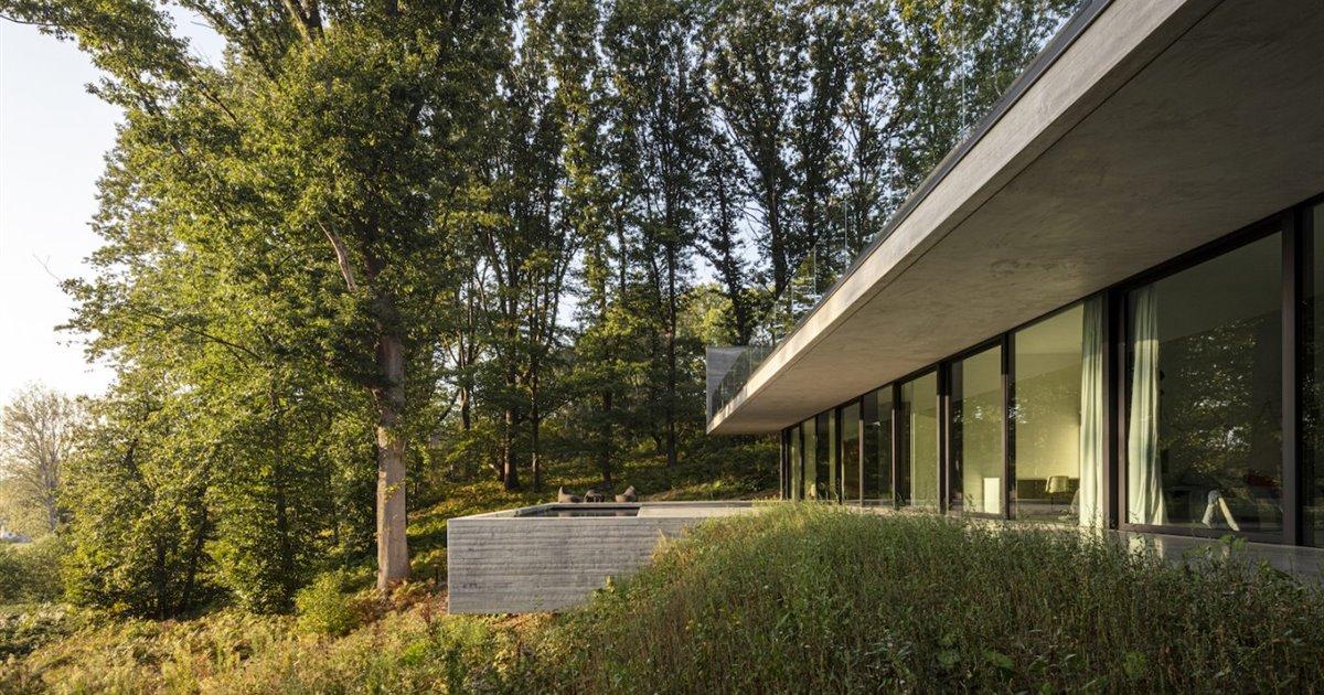 Una casa de hormigón moderna y espectacular en un bosque belga