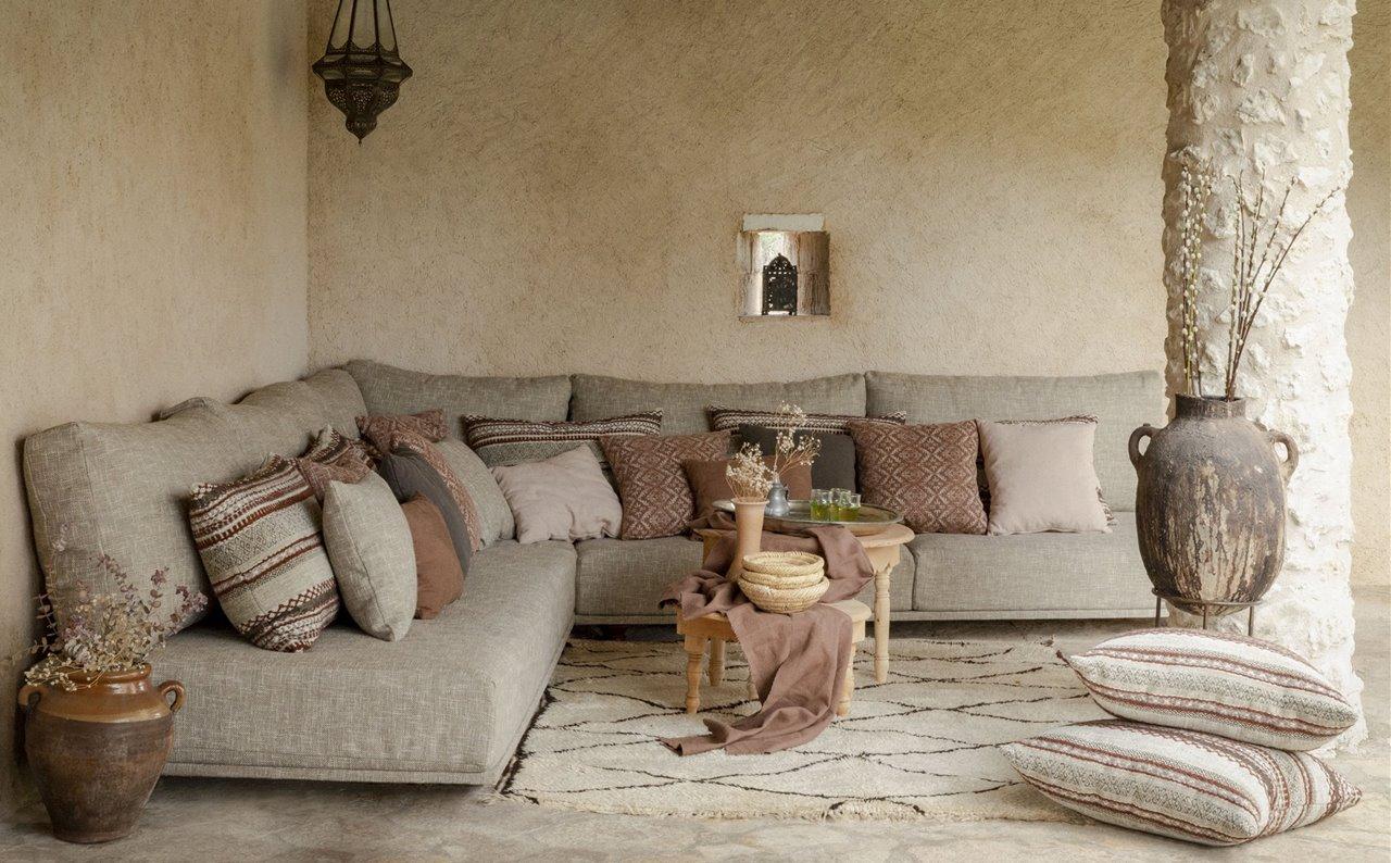 Tonos serenos y estampados tranquilos que combinados harán de tu salón un espacio mágico.
