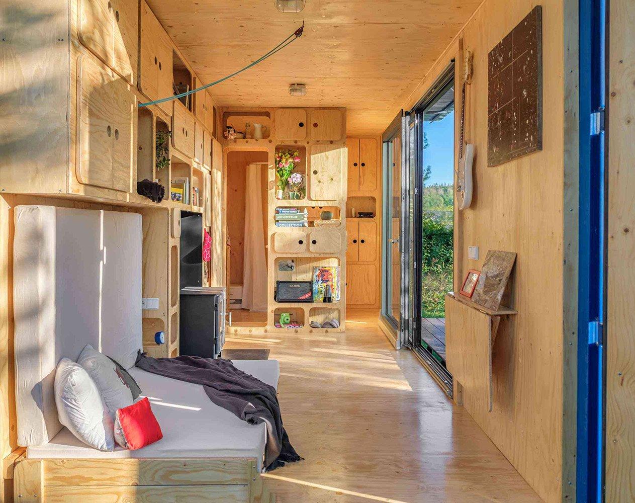 El interior se ha forrado por completo con madera de abeto y diseñado para el máximo aprovechamiento del espacio.